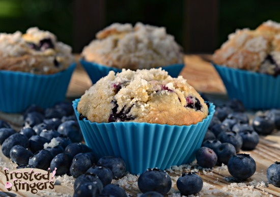 Streusel Topped Blueberry Muffins #BlueberryMuffinDay
