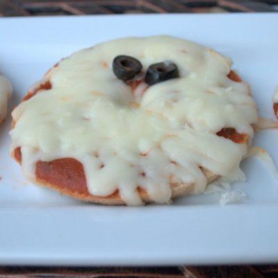 Boo! Ghost Mini Pizzas for #Halloween #recipe